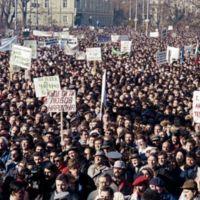 Unas 50.000 personas se manifestaron el 18 de noviembre de 1989 en Sofía, Bulgaria, por unas elecciones libres.
