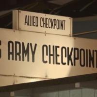 Reportaje sobre el Checkpoint Charlie y el museo del Muro de Berlín
