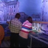 Reportaje sobre la exposición de Yadegar Asisi sobre la vida frente al Muro de Berlín en 1980