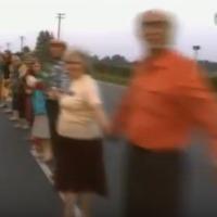 Vídeo aéreo de la Cadena Báltica que cruzó Letonia, Lituania y Estonia en 1989.